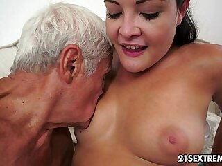 babe blowjob cumshot european facial fingering