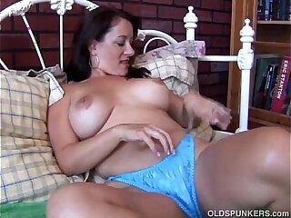 amateur boobs brunette cougar housewife masturbating