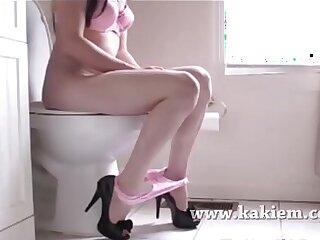 girls oiled toilet