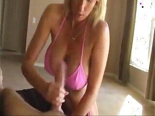 Bikini blonde Handjob Damen reife MILF